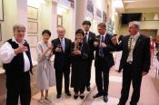 Dénes, Ito Tecuo és felesége, Fukiko Gotoda, Yasuda Kunihiko első titkár úr, a Kulturális Osztály vezetője, Vinnai Győző, Gál Gy